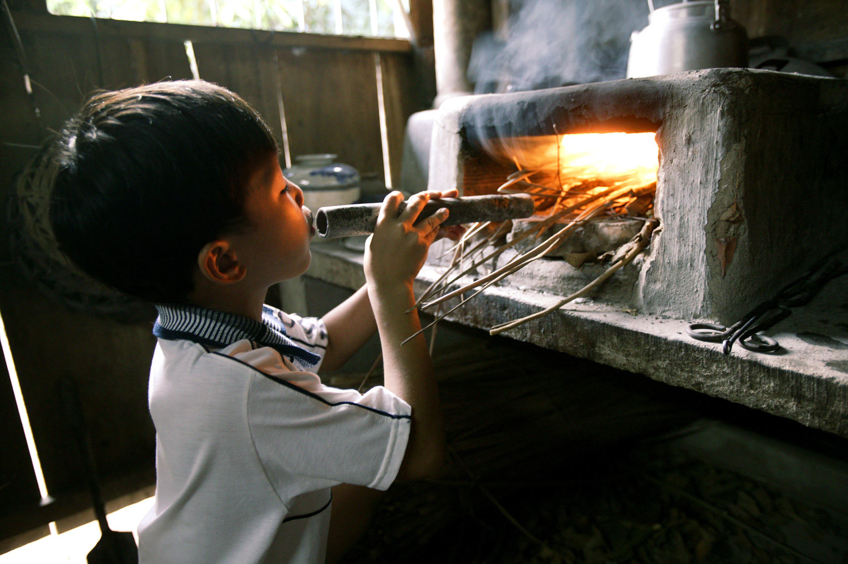 Young Vietnamese starts dinner fire in the MeCong Delta/ Steve Mason Photography