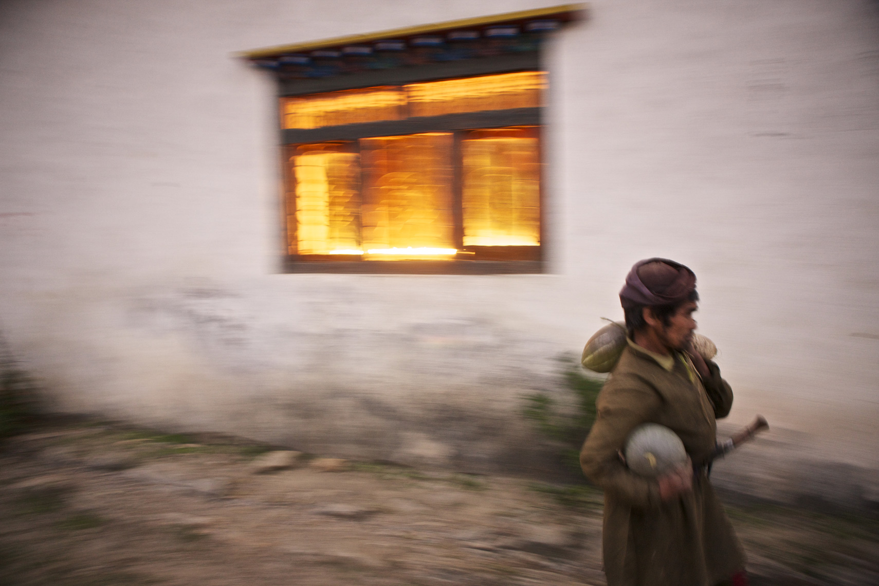 Worker walks at twilight,Nepal/Steve Mason Photography