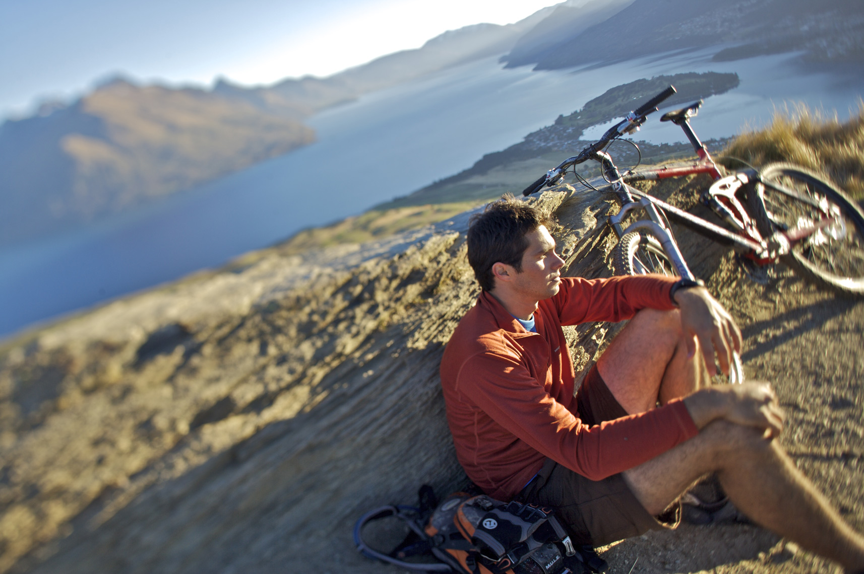 Mt biker takes a break in New Zealand/Steve Mason Photography